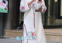 具有民族風特點的服飾搭配,還是皮膚白嫩的成熟女人穿更有風情