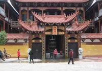 贛州這個地方有一座寺廟香火鼎盛,來這裡求姻緣的香客絡繹不絕!
