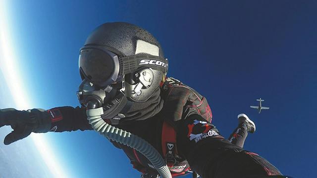 成都民間專業跳傘教練:4000米高空 5年跳傘500次