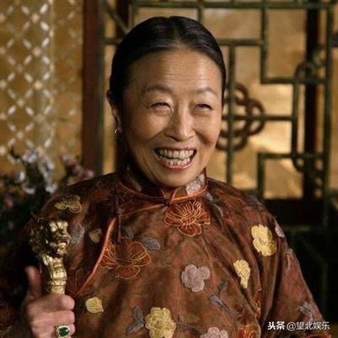 嘎子哥謝孟偉自己是學霸,奶奶是知名老戲骨,媳婦顏值吊打熱巴