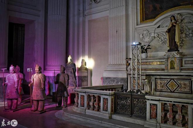 彩色秦兵馬俑亮相意大利那不勒斯聖靈教堂