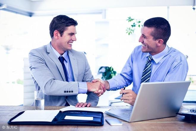 當同事來問工資,你該如何回答?這3個坑千萬別踩,誰踩誰倒黴!