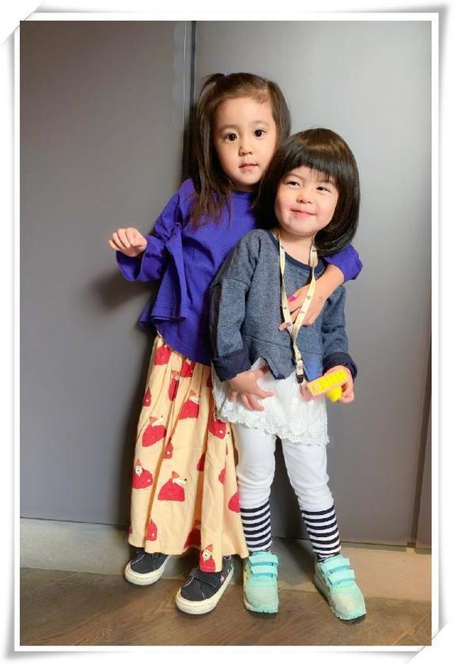 本以為咘咘夠萌夠可愛了,看到妹妹Bo妞後,網友:心被融化了!
