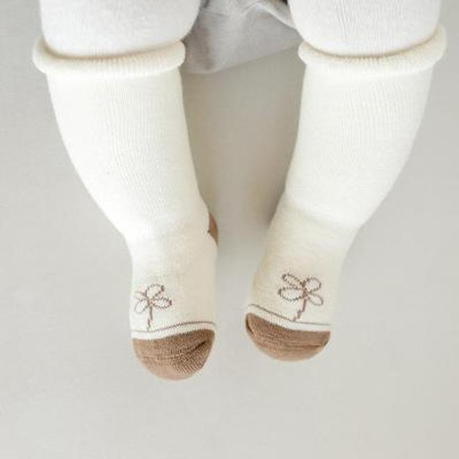 """寶寶寒冬臘月穿什麼,瞧瞧下圖""""兒童襪"""",保暖萌翻了"""