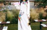 張碧晨受邀出席紐約時裝週,一身中國風味十足的裙子漂亮嗎?