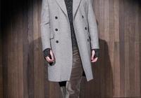 48歲胡兵換了新發型,身穿撞色夾克簡約又成熟,頂一頭髒辮真拉風
