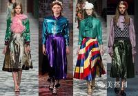 秋季金屬色百褶裙搭配毛衣和皮衣,更出彩