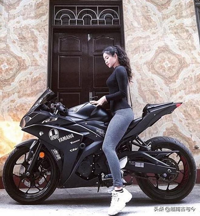越南女生愛好炫酷摩托車爆紅網絡,網友:我們更喜歡她的逆天顏值