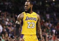 撞哭對手(真哭了),把籃球捏變形,明年的NBA狀元熱門太恐怖!