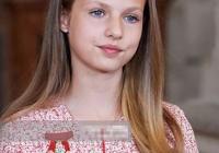 14歲西班牙公主夏季首露面,姐妹二人文靜淑女,比王后媽媽還有範