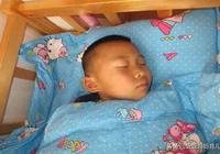 冬天孩子這樣睡覺,不僅會損害健康還易生病,你家孩子這樣睡嗎?