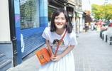 身穿白T恤長裙少女小白鞋,謝娜重返18歲,青春可人,魅力十足