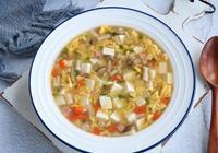 春天多喝這道菌菇湯,我家隔天做一次,每次上桌一滴不剩!
