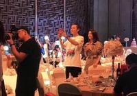張丹峰洪欣現身親友婚禮,兩人有說有笑,網友曝故事另一個版本