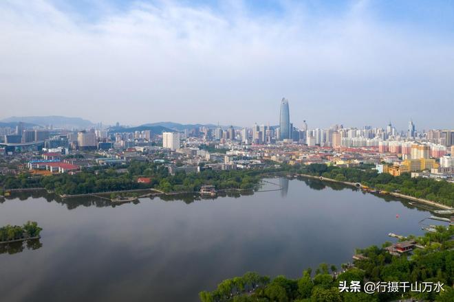 大疆無人機航拍濟南大明湖,中國第一泉水湖名不虛傳