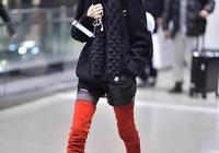 49歲陳魯豫亮相機場,又穿闊腿褲搭配小皮衣,穿對胖10斤美極了