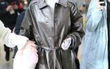 王麗坤簡約穿搭十足個性,搶眼外套時尚有品位