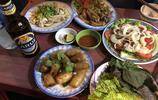 """在越南吃頓""""街邊攤"""",一桌美食花了110元!感覺一點不划算!"""