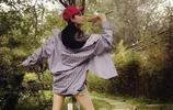 張馨予穿何捷衣服公園遛彎,看到她拿的東西后,網友紛紛喊話何捷