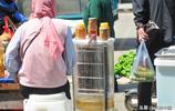 城裡人逛大集買小蔥,最愛菜苗和野生魚