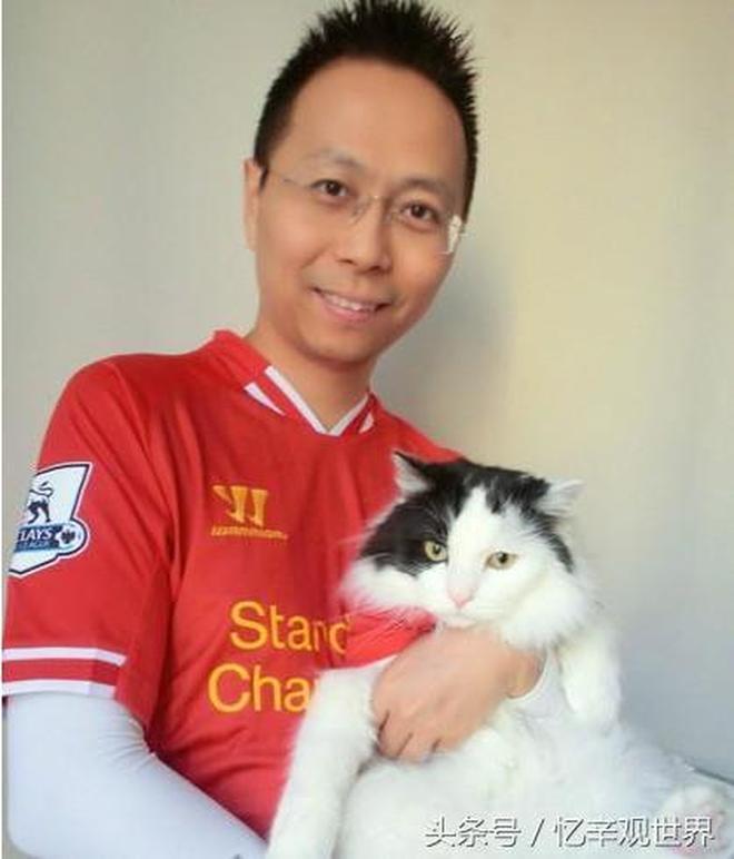 他是中國解說足球水平最高的,是英超活字典,沒有他不認識的人!