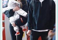 穎兒夫婦抱娃現機場,付辛博與小月亮甜蜜互動,比二人秀恩愛還甜