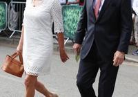 65歲凱特王妃媽媽好年輕啊!穿印花裙看起來竟像37歲凱特的姐姐
