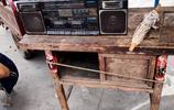 農村大集上老款錄音機賣300元,老物件少於1800元不賣,看還有啥