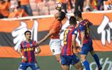 足球——中甲:武漢卓爾勝青島黃海