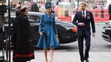 凱特王妃出席慶祝活動, 身穿藍色禮裙高跟鞋,儀態優雅端莊大方