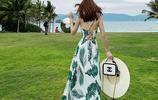 去海邊別穿比基尼,太扎眼,穿這沙灘度假裙,不媚俗超迷人
