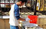 東北美食鍋出溜進入青島大集 實拍美食製作 6塊錢一斤貴不貴?