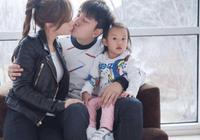 賈乃亮帶甜馨參加家庭聚會,甜馨和奶奶擁抱好溫馨