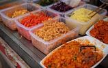 西安的早餐3.5元就吃菜夾饃,十幾種菜隨便加,好吃頂飽營養豐富