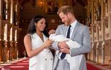 哈里王子抱寶寶亮相,小王子為英國王位第7順位繼承人