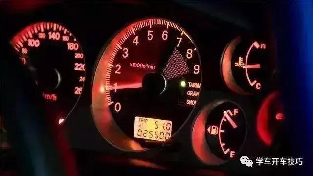 猛轟油門可以清理積碳,還是會傷車?聽聽修車師傅怎麼說