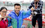 陽澄湖開捕,謝霆鋒冒雨前來目睹,親撈今年第一簍大閘蟹