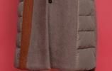 """今年的""""羽絨服""""真美!50歲媽媽穿,特洋氣減齡,重點還保暖"""