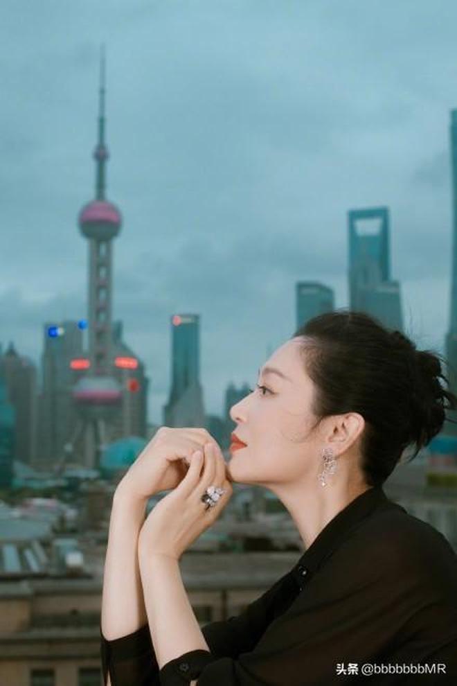 陳紅出席博納之夜活動時拍攝的一組寫真,儀態萬千,美人依舊