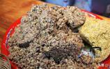 石子饃15元一斤吃著酥脆,卻特別適合胃不好的人吃,還能當個零食