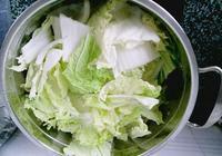 為啥飯店炒的白菜這麼好吃,老廚師:炒之前,這一步不能少了