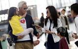 47歲張庭全家現身機場,丈夫老的像父親,孕肚明顯疑似懷上三胎