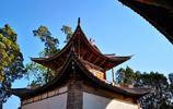 雲南有個寺廟,距今500多年曆史,養了很多小動物,齋飯特別好吃