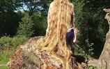 她從7歲開始留長髮,現實中的金髮公主解開辮子美得都讓人忘神了