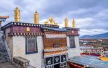 """這座高原寺院是雲南最大藏傳佛寺,莊嚴壯美,被稱""""小布達拉宮"""""""