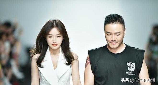 秦嵐亮相上海時裝週,膚白貌美太吸睛,不過這腿是怎麼回事?