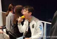 王思聰吃完熱狗啃玉米,一大波表情包正在路上,這才是流量之王!