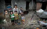 農村老漢少妻的真實生活,生了5個孩子,一天掙9毛錢,沒吃過肉