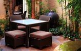 鐵藝庭院:用鏽鐵做牆面裝飾,用石板鋪設地面的庭院案例