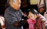 91歲老人照顧殘疾女兒48年 最怕自己走了女兒沒人照顧